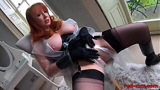 Sexy mature Red XXX loves her big gloomy dildo