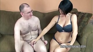 Mature babe Melissa Swallows gives a blowjob to a outlander