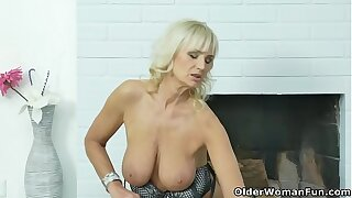 Euro gilf Ellis Brace needs with regard to fulfill her concupiscent desires