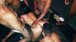 A Milf Casada Dany Hot Faz um mega Gangbang em casa e fode com 7 Machos - Ksal Hot - Video Completo no Xvideos RED