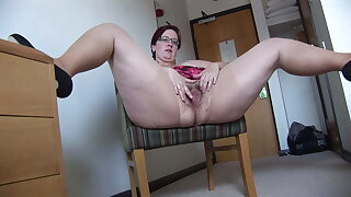 Busy Full-grown BBW in mini main rips her pantyhose added to spreads