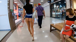 Shopping devoid of panties