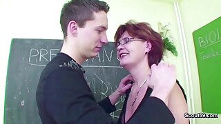 Female MILF School Shows Him how to realize Pregnant