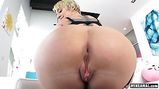 Dee Williams's mature asshole pounded hard