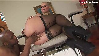 INTERRACIAL SEX There BLOND Heavy BOOB MILF