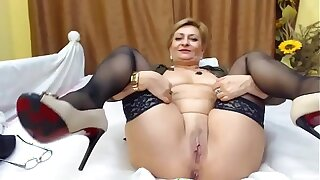 Mature round webcam 2948488